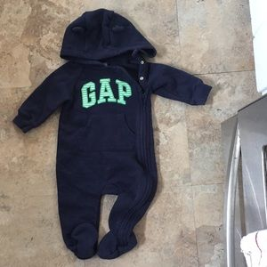 Baby gap 6-9 month coverall